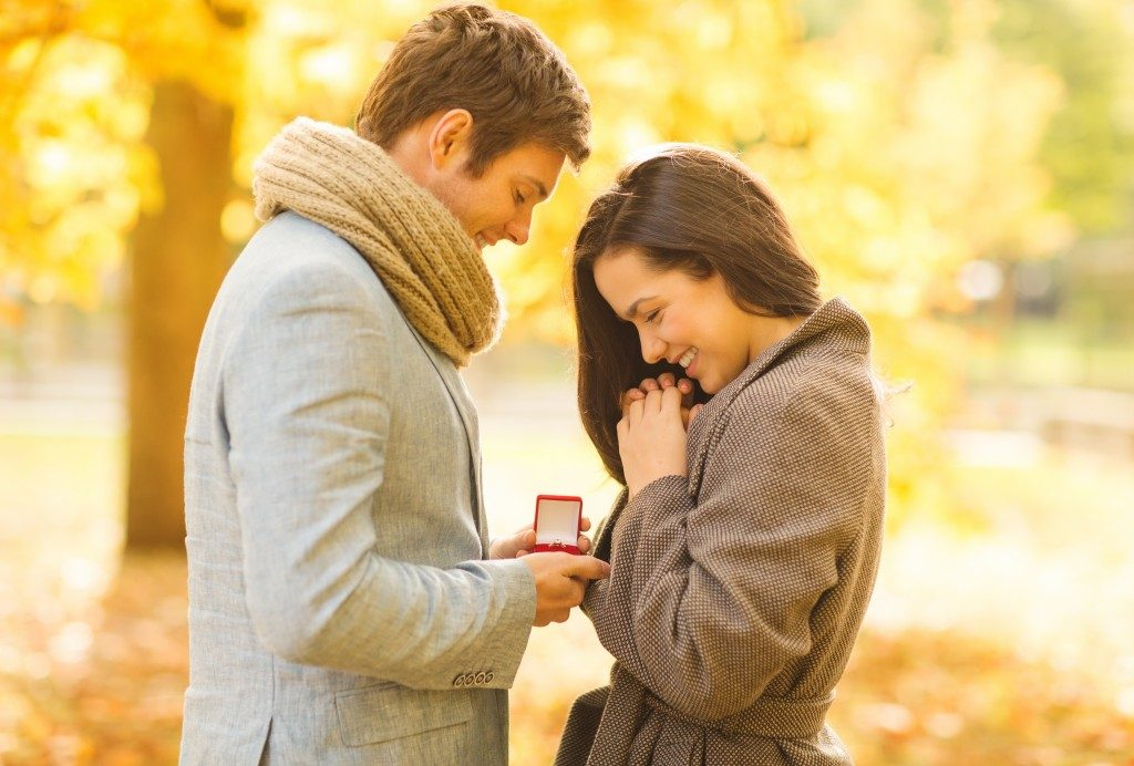 man proposing to his girlfriend